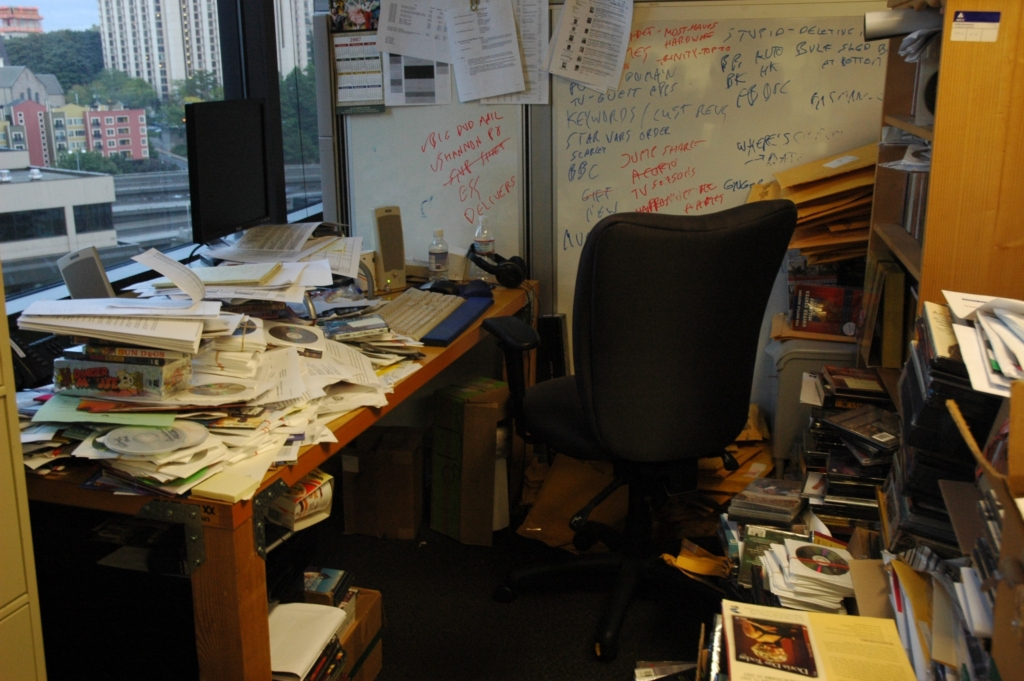 keep your home clean by managing paper clutter